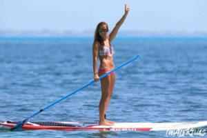 Jeune fille sur Paddle